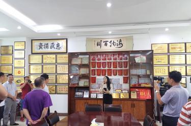 武鸣区政协委员200人参观华纳总厂及党建文化园